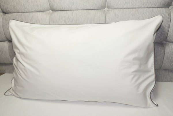 Piping edged luxurious white percale organic cotton pillowcases 2