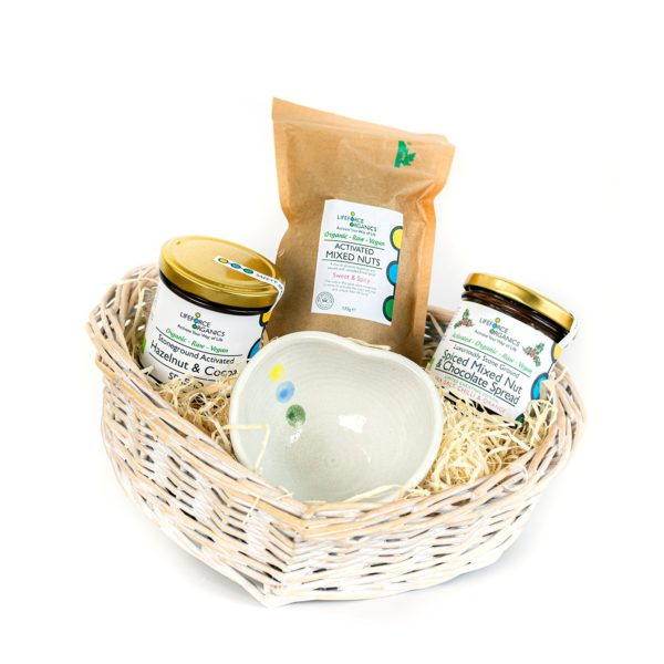 Organic hamper basket: healthy, delicious and plastic free gifts