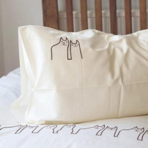 Fe-line friends white sateen organic pillowcase